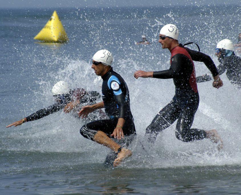 Schwimmanfänger beim Triathlon
